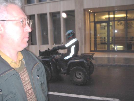 Такие четырехколесные мотоциклы ездят по герцогству, а мужик слева – наш, российский